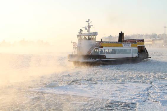 Suomenlinnan-lautta-talvipakkasella_1491_1.jpg