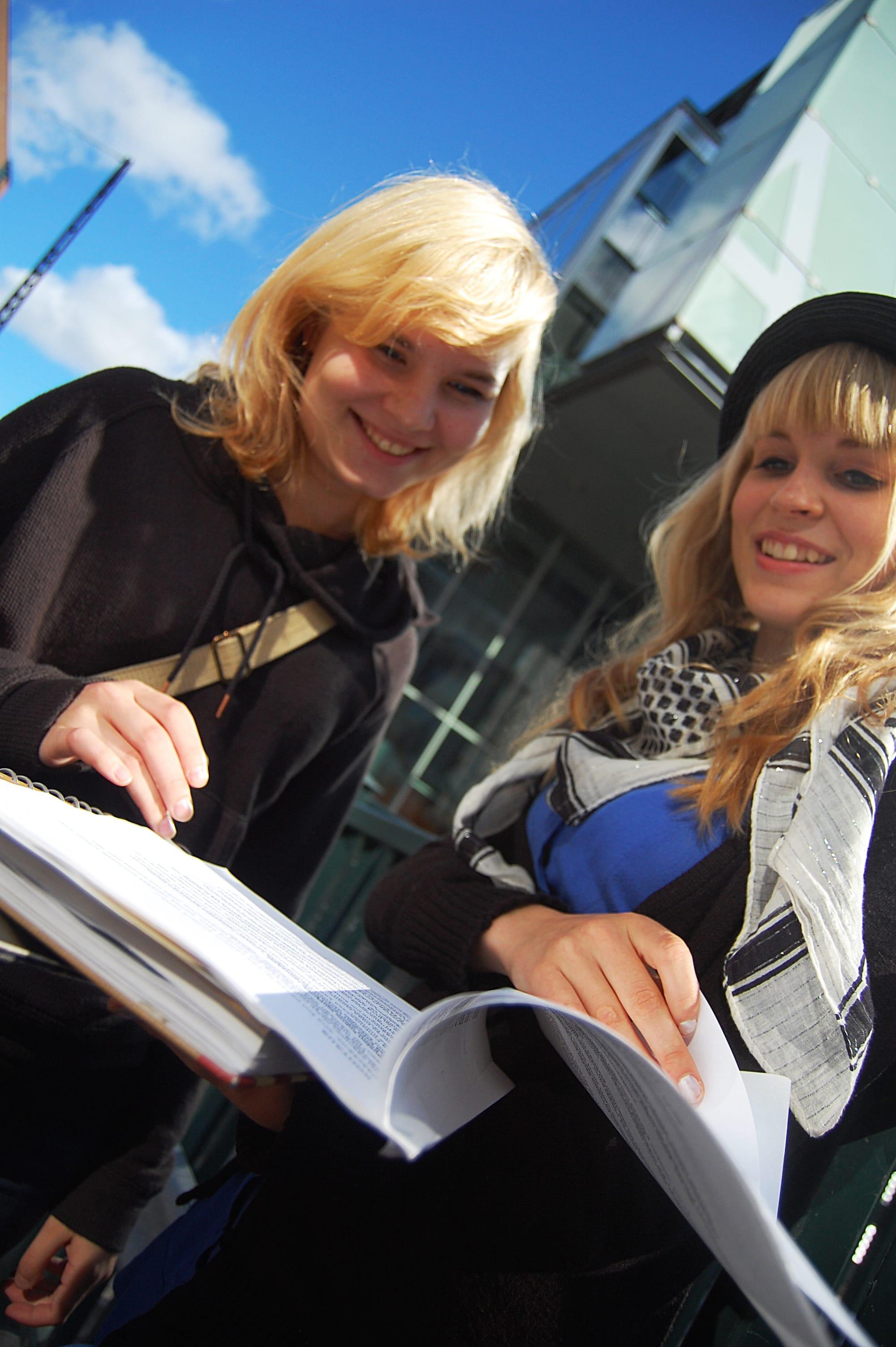 hymyilevat_opiskelijat_0.jpg